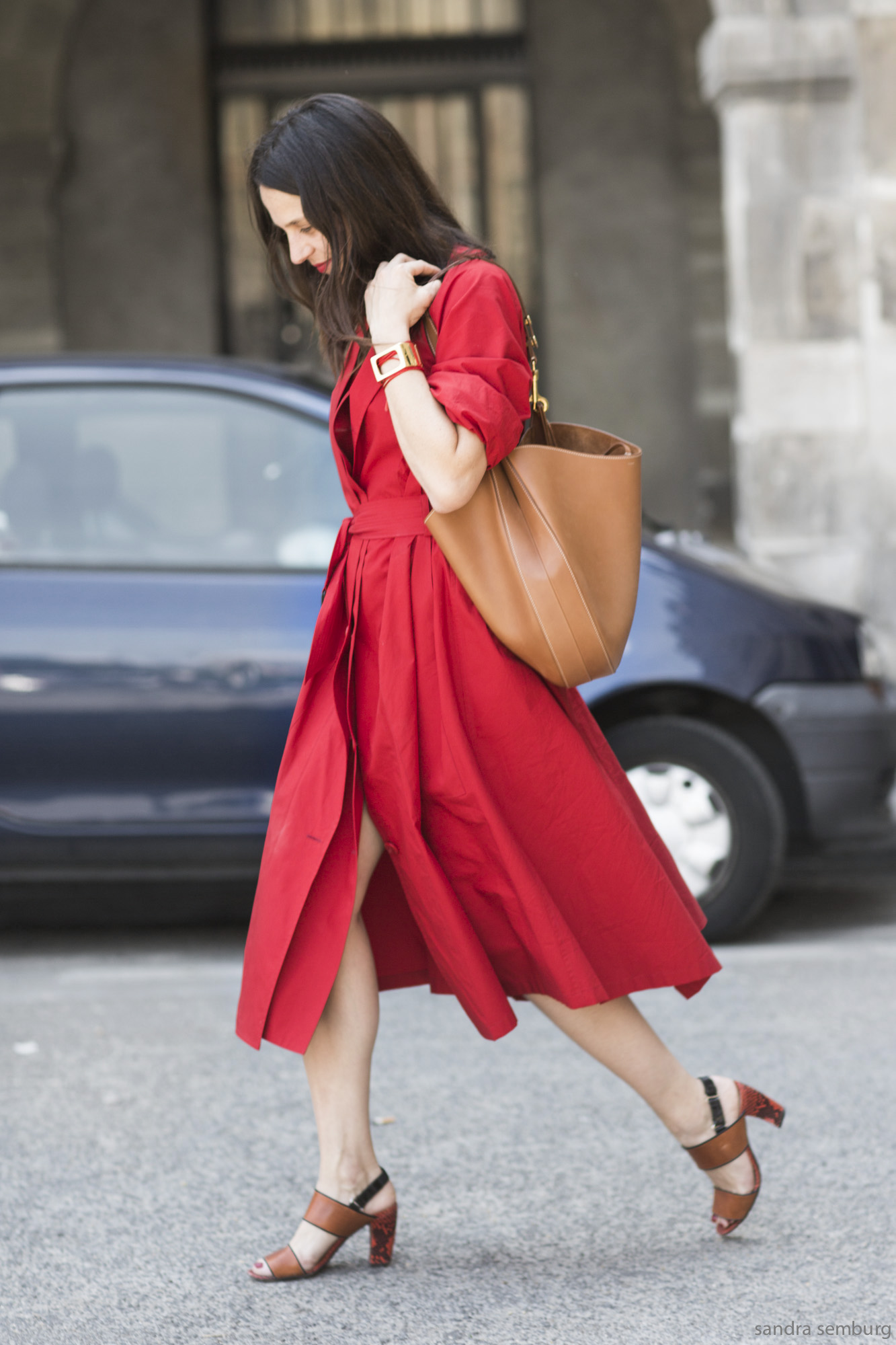 Red_Dress_shopper