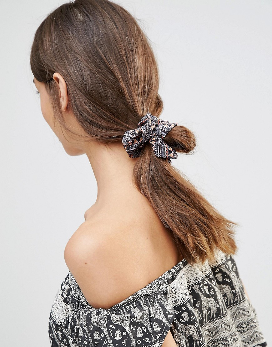 Scrunchie_Robert_Pietri
